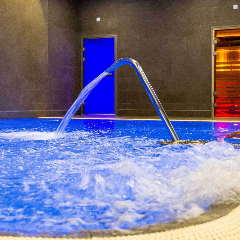 london hotels with pools